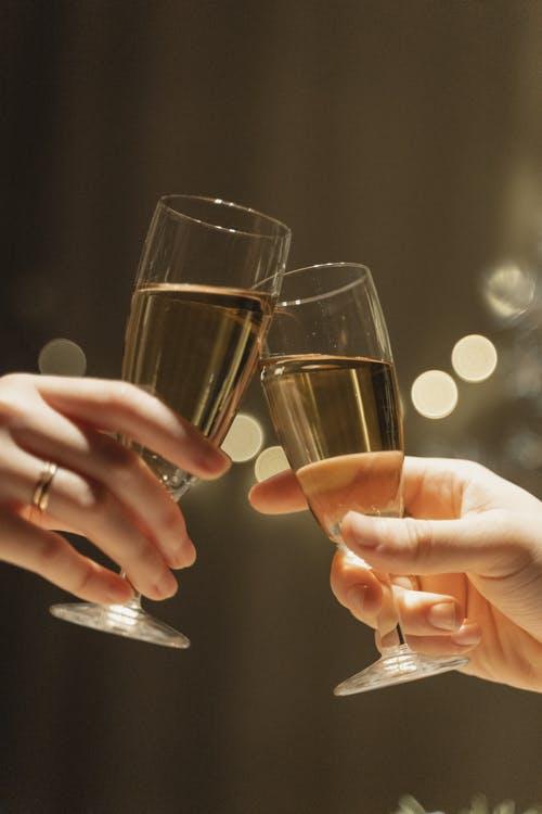 sklenice přípitek